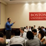 Boston University a través del profesor Kahn